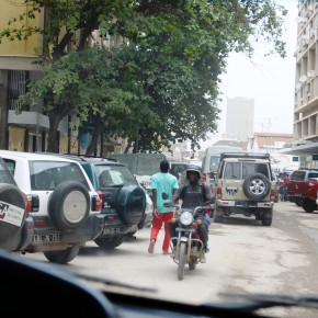 2011-04-01 Angola, Luanda - cars park in the street for lack of parking space