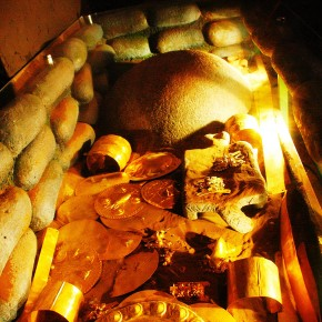 2009-03-07 San Jose, Costa Rica Gold Museum, Reconstructed Tomb with Stone Ball