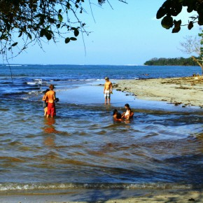 2009-03-15 Cahuita Reserve swimming beach