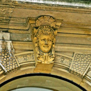 2010-05-04 Bordeaux, France, female mask over doorway
