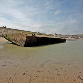 2010-05-09 Arromanches Normandy, France, the remains of the allied prefab Mulberry harbor built by English and Welsh troops in WWII (www.richardsidey.com)