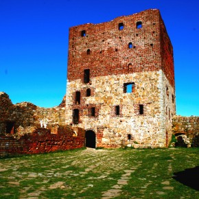 2010-09-01 Denmark, Bornholm - The main keep and living quarters of Hammershus castle built originally by Bishop Lund in the 1200's during the Northern Crusades and rebuilt numerous times afterward.
