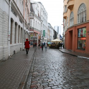 2010-09-11 Estonia, Tallinn - cobbled street in the old Medieval fortified town