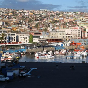 2011-01-04 Chile, Valparaiso - the port of our final destination. The city of Valparaiso is built on series of hills, all densely settled and some only reached on foot. Immediately to the North lies Viña del Mar, an affluent summer resort town.