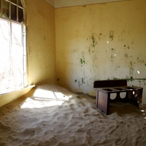 2011-03-27 Namibia, Luderitz, Kokmankop diamond mine, now abandoned and a museum