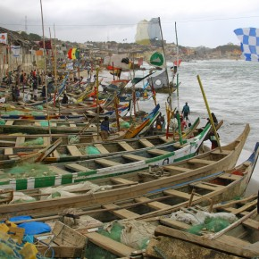 2011-04-10 Ghana, Tokaradi, Cape Coast Castle - fishing boats just below the fort walls