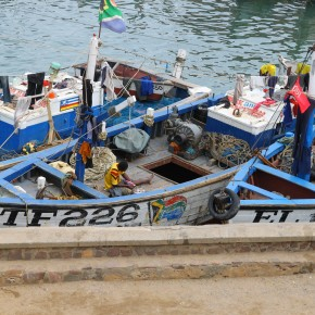 2011-04-10 Ghana, Tokaradi, Elmina Castle - Fishing boats next to the fort