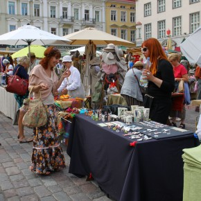 2011-06-17 Estonia Tallin Sunday market in the Main Square