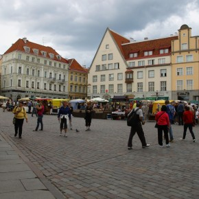 2011-06-17 Estonia Tallinn Sunday marketin in the main square (3)
