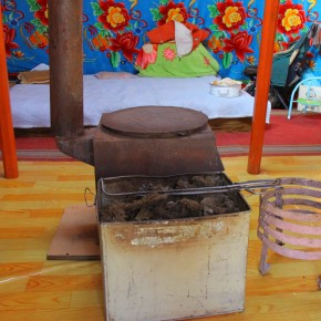 2011-09-22 Mongolia Ulan Bator - cooking stove inside the ger (59)
