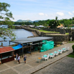 Panama, Portobelo 2008-10-20 - looking down from the customs house the San Geronimo stands guard. The town was once a rich gold transhipment center and was attacked by pirates often.