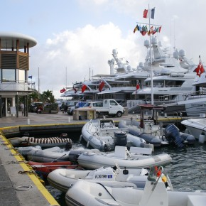 2008-12-26 Gustavia, St. Barts, huge yachts of some of the world's billionaires