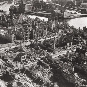 2009-09-25 Poland, Gdansk - an old photograph of the city of Danzig, now Gdansk, destroyed in bombing raids during WWII
