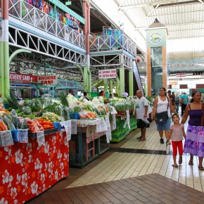 2011-02-18 Tahiti, Papaete - inside the main public market