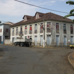 2011-04-04 Sao Tome – A public building in the main city of Sao Tome reminded me very much of the Caribbean